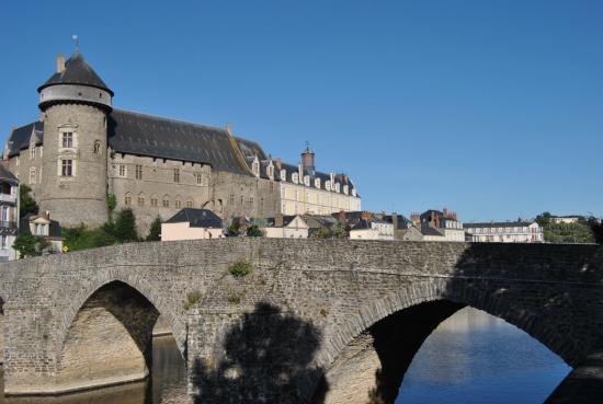 La Mayenne (vieux pont)