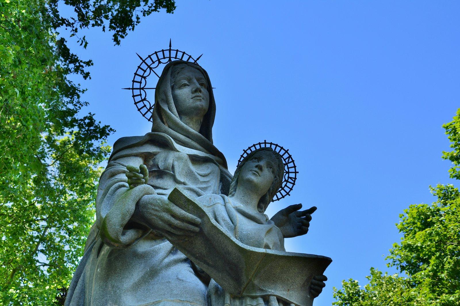 Sainte Anne d'Auray et Marie